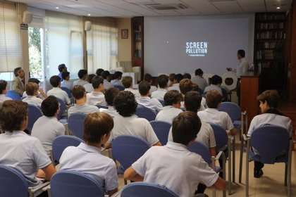 Multiópticas promueve el uso responsable del entorno digital en un taller para Escolares de Madrid