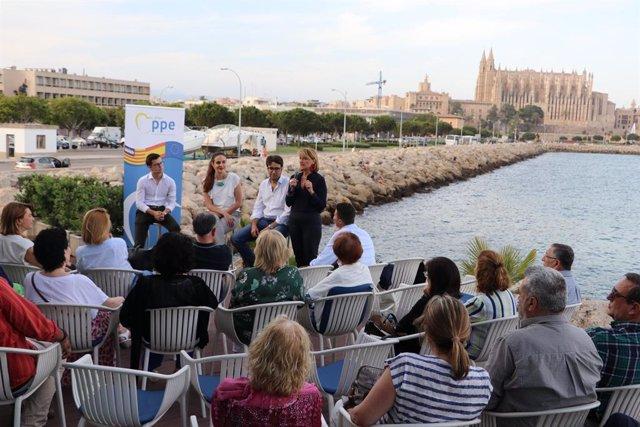 """Rosa Estaràs ressalta la importància dels joves """"en la construcció europea"""" en un acte a Palma."""