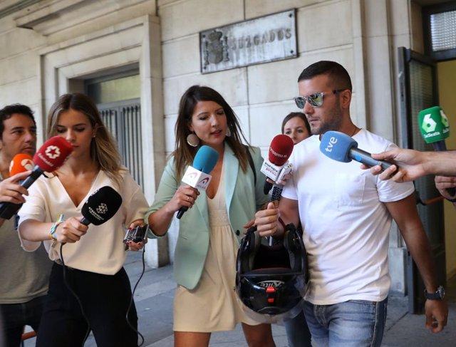 Miembros de 'La Manada' firman en los juzgados de Sevilla