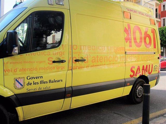 Imagen de recurso de una ambulancia del SAMU 061 de Baleares