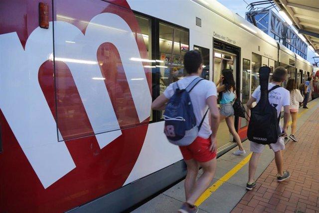 Turismo.- Metrovalencia ofrece metro y tranvía durante toda la noche de Sant Joan
