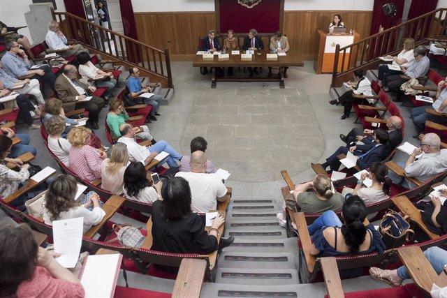 Colegiados del ICOMEM en la sede de la institución