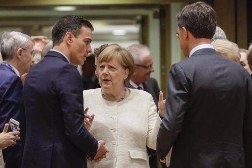 Sánchez y Merkel piden a la UE cerrar el acuerdo de Mercosur tras las reservas de Macron