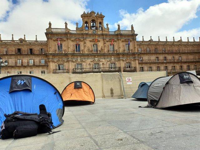 Acampan en la Plaza Mayor de Salamanca como apoyo a las personas refugiadas