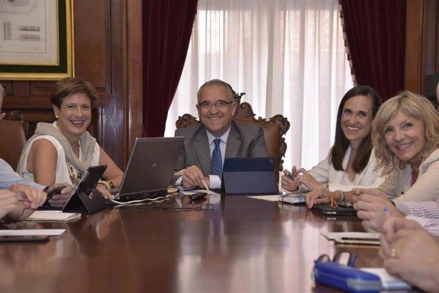 Junta de Gobierno Local del Ayuntamiento de Pamplona (de izquierda a derecha): Ana Elizalde, Enrique Maya, María Echávarri y María Caballero