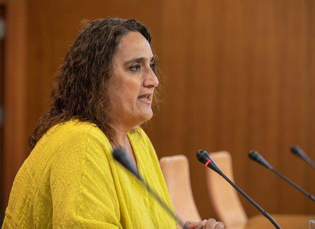 La  presidenta del grupo parlamentario de Adelante Andalucía, Ángela Aguilera, en el Parlamento andaluz en una foto de archivo