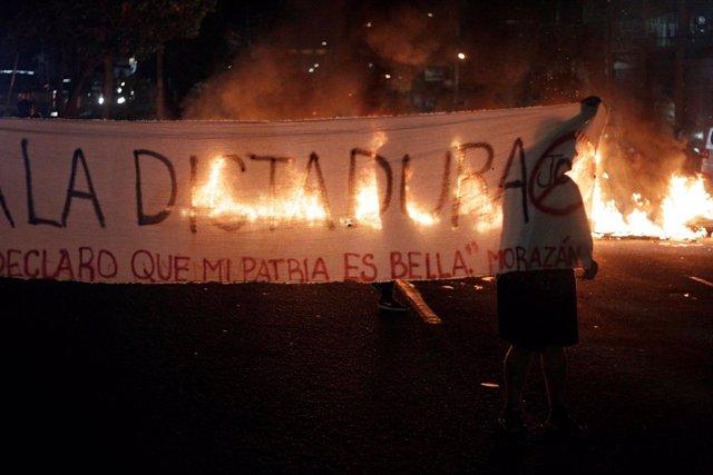 Honduras.- Un muerto en las protestas contra Hernández en Honduras