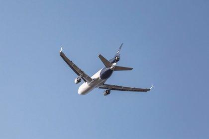 Lufthansa se une a otras aerolíneas y evitará sobrevolar el Estrecho de Ormuz