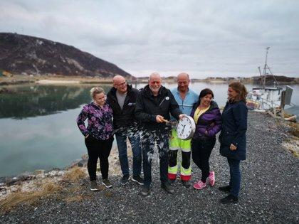 La isla noruega que disfruta de 69 días de sol constante y que quiere vivir sin tiempo