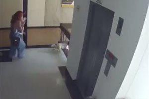 Una mujer colombiana salva a su hijo de caer de un segundo piso