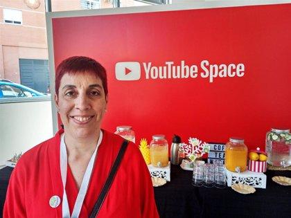 """Elena Prieto, la 'youtuber' que enseña español a personas de todo el mundo: """"No nos creemos la valía de nuestra lengua"""""""