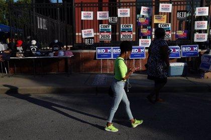 Los candidatos demócratas entran por vez primera en campaña con los votantes negros en Carolina del Sur