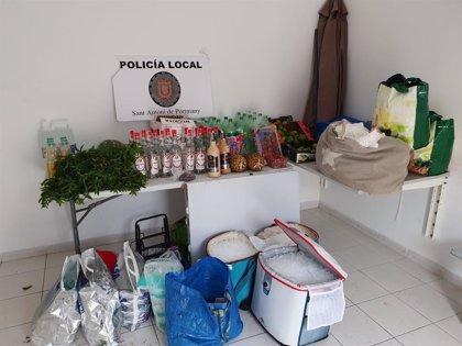 La Policía de Sant Antoni interpone 7 denuncias en un operativo contra la venta ambulante en Cala Saladeta