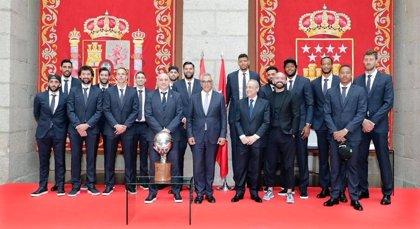 El Real Madrid ofrece su 35 Liga en el Ayuntamiento y en la Comunidad de Madrid