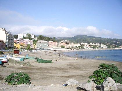 Un vertido de hidrocarburos de origen desconocido en aguas del Estrecho de Gibraltar obliga a cerrar una playa de Ceuta