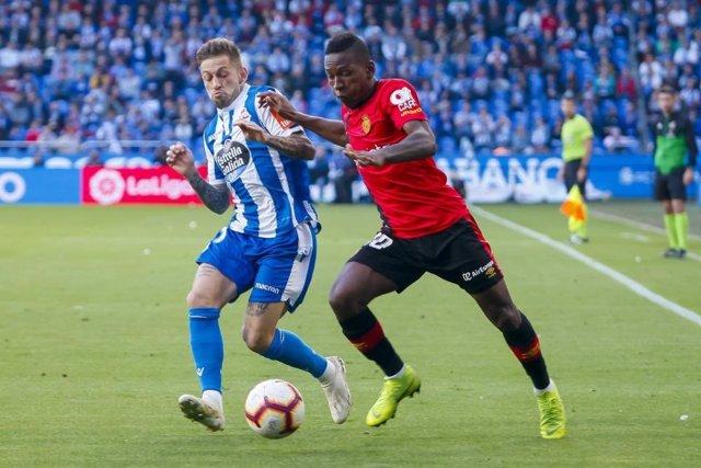 Pervis Estupiñán, durante un partido con el RCD Mallorca.