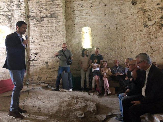 El conseller Dami Calvet, l'arquebisbe d'Urgell Joan Enric Vives i l'alcalde de Farrera (Lleida) ngel Bringué inauguren la restauració de l'ermita de Santa Maria de la Serra