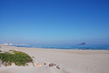 Una mujer fallece en La Manga mientras se bañaba en la playa de Galúa