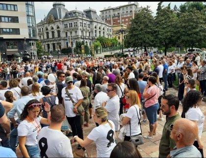 Numerosas personas se concentran en La Escandalera de Oviedo bajo el lema 'Justicia para David'