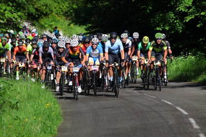 Más de 9.000 ciclistas participan en la XXIX edición de la Quebrantahuesos