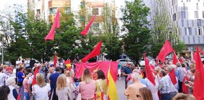 """Una concentración pide al PSN que """"rectifique"""" su política de pactos y """"no traicione a la ciudadanía navarra"""""""