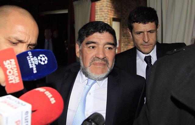 El pasado miércoles Diego Armando Maradona fue interrogado en el Hotel Mirasierra Suites por la supuesta agresión a su novia Rocío Oliva y después de que el director del hotel llamara a la Policía informado por la propia agredida de una pelea con su pare