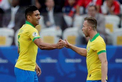 Brasil aplasta a Perú en su camino a cuartos de final