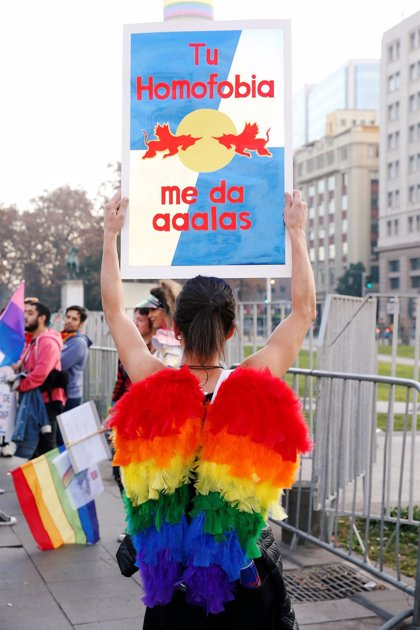 Miles de personas participan en la marcha del Orgullo en varias ciudades de Chile