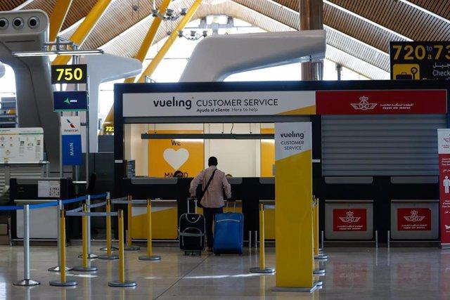 Sexta jornada de huelga de vigilantes en los filtros de seguridad del aeropuerto Adolfo Suárez Madrid-Barajas