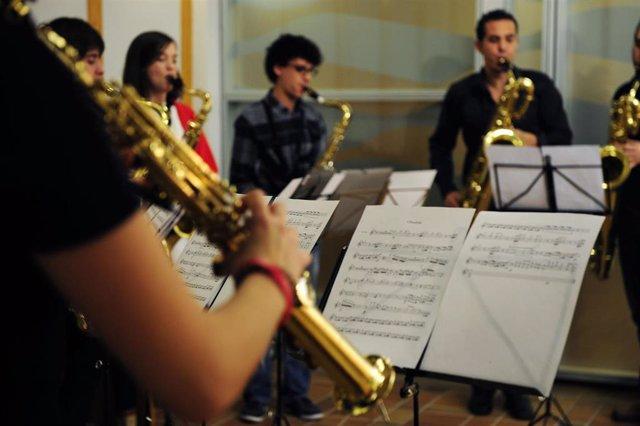 El Gobierno de Aragón amplía el programa que permite a los alumnos conciliar sus estudios de música con el instituto