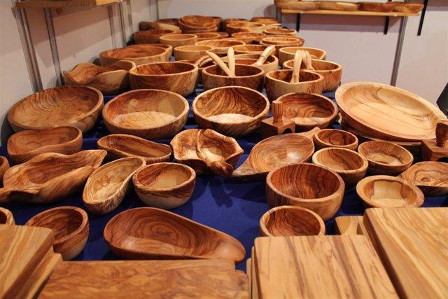 Productos artesanos en la exposicion de la feria Farcama en Toledo