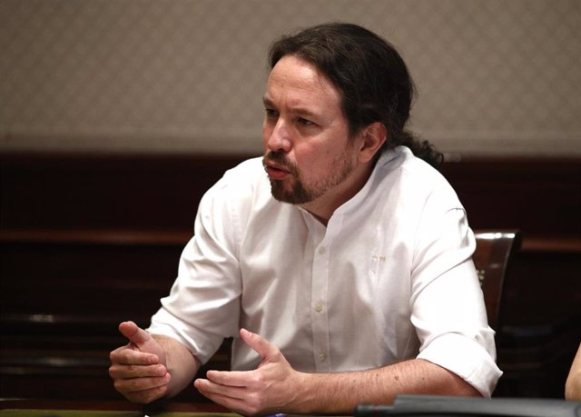 El secretario general de Podemos, Pablo Iglesias, durante su reunión con  representantes de las cinco grandes organizaciones ecologistas españolas e internacionales que actúan en España.