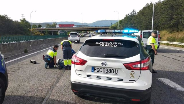 La Guardia Civil atiende una colisión entre un vehiculo y una motocicleta en Noáin