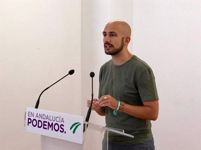 El responsable de la Secretaría Política y de Comunicación de Podemos Andalucía, Pablo Pérez Ganfornina, en rueda de prensa