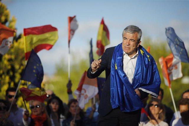 El cabeza de lista de Cs al Parlamento Europeo, Luis Garicano, interviene en el cierre de campaña de Ciudadanos en el Parque Alfredo Kraus en Madrid