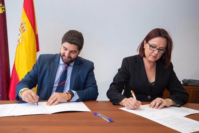 FIRMA DEL ACUERDO DE GOBIERNO LÓPEZ MIRAS (PP) E ISABEL FRANCO (CS)