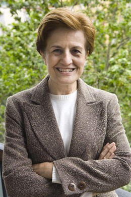 Adela Cortina (Valencia, 1947) es catedrática emérita de Ética y Filosofía Política en la Universidad de Valencia, miembro de la Real Academia de Ciencias Morales y Políticas.