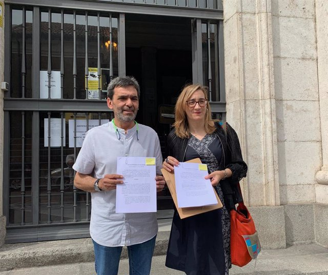 Los representantes de Toma la Palabra José María Bernardo y Rocío Anguita, ante la Audiencia Provincial