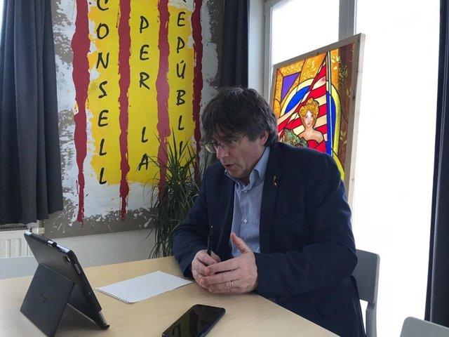 Puigdemont es reuneix amb Mas després de trobar-se amb alcaldes del PDeCAT i independents de JxCat