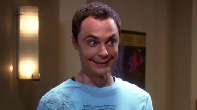 Jim Parsons como Sheldon Cooper en The Big Bang Theory