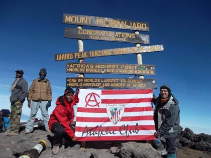 La bandera del Athletic ha conquistado más de 950 cimas de todo el mundo gracias al proyecto de la Peña Deusto