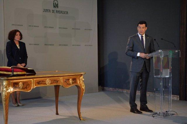 El presidente de la Junta, Juanma Moreno, preside la toma de posesión de la rectora de la UGR