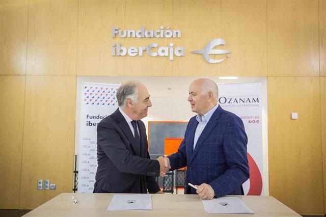 José Luis Rodrigo, de Fundación Ibercaja, y Fernando Galdámez, de Fundación Federico Ozanam, suscriben un convenio