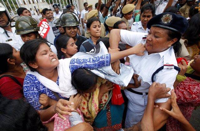 Protesta por el brote de encefalitis en India