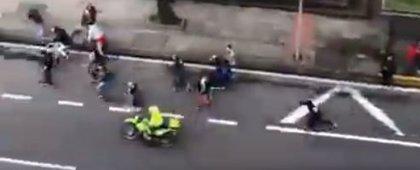 El atropello de policías de Bogotá a skaters durante una movilización