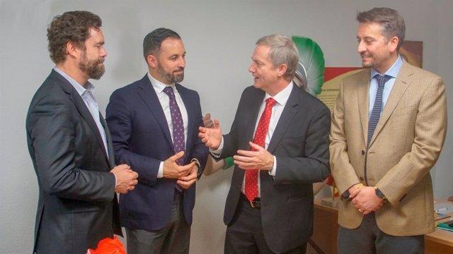 El presidente de Vox, Santiago Abascal, y su portavoz parlamentario, Iván Espinosa de los Monteros, en una reunión con el líder del Partido Republicano de Chile, José Antonio Kast, y el fundador de la formación, Alejandro Martini.