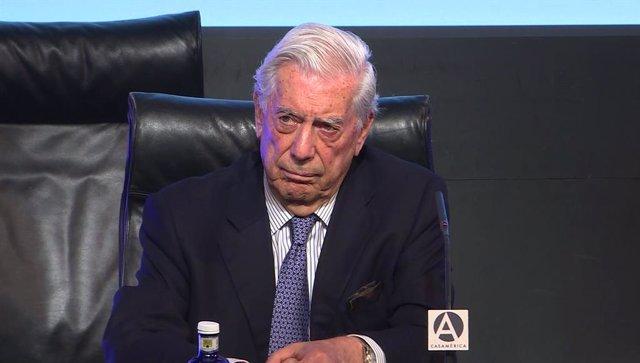 El escritor Mario Vargas  Llosa, durante el foro Atlántico en Casa América.