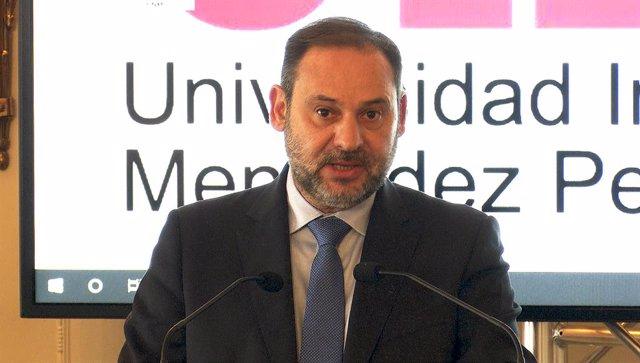 El ministro de Fomento en funciones, José Luis Ábalos, durante su intervención en la inauguración del V Foro Global de Ingeniería y Obra Pública en Santander.