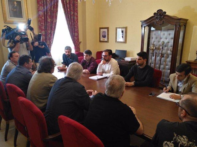 Reunión de trabajo de representantes municipales de Ferrol con trabajadores del comité de Navantia.