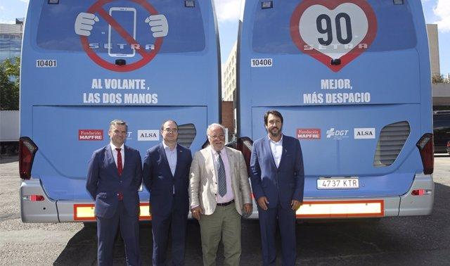Presentación de la campaña de Fundación Mapfre, DGT y Alsa por la que 80 autobuses de Alsa lucirán en su parte trasera mensajes de concienciación sobre el riesgo de conducir distraído o con exceso de velocidad
